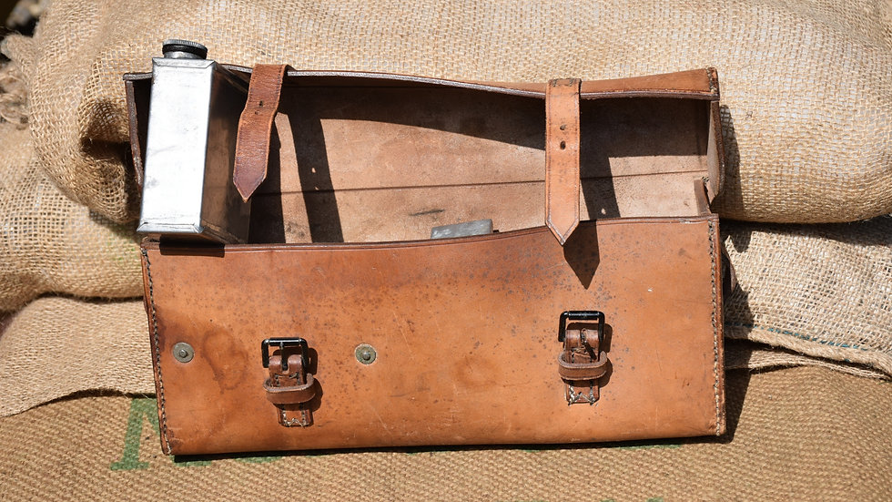 Vickers WW1 1915 dated Oil Can Case
