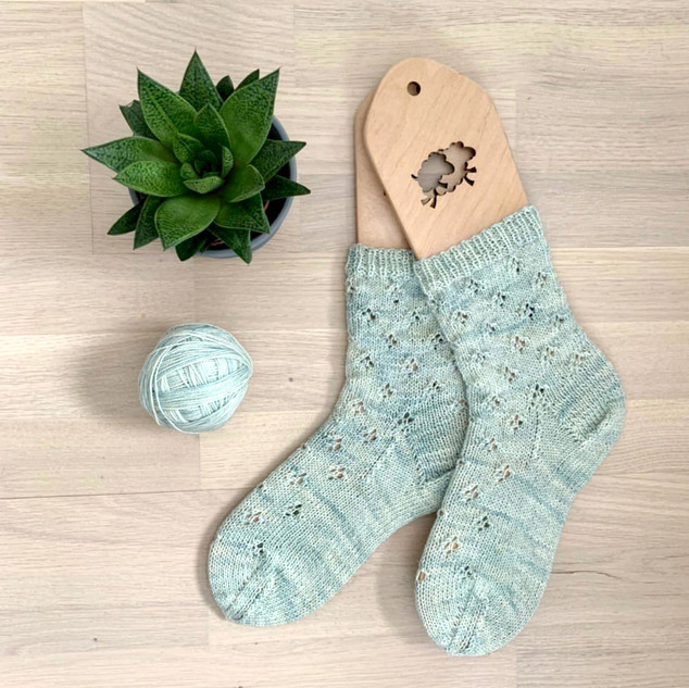 "@knittbug knit a pair of socks in Athena ""Kingsfoil"""