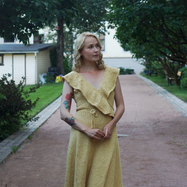 "Sea Maiden Dress, knit in Pickles Økologisk Bomull, colour ""Sol"""