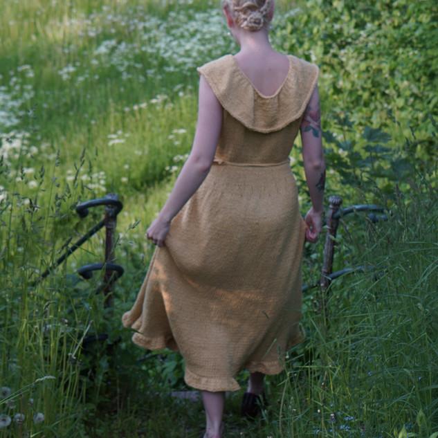 "Sea Maiden Dress, knit in Pickles Økologisk Bomull colour ""Sol"""