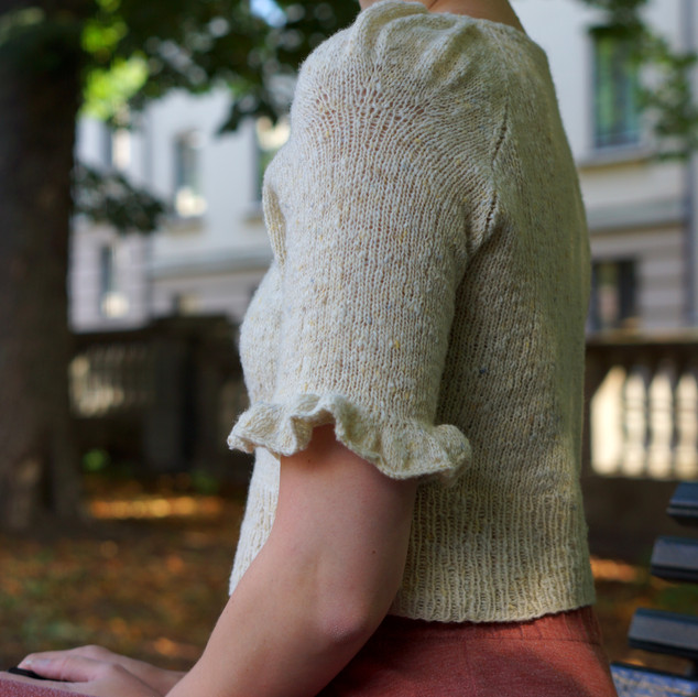 "Eowyn Blouse knit in Pickles Merino Tweed ""Milk"""