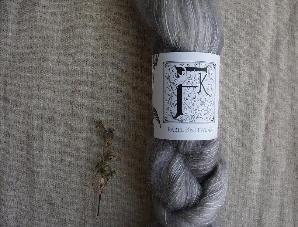 Mohair Silk -Ulykksfugl Pearly Grey Ghost