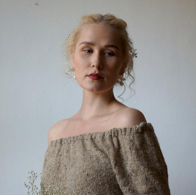 Paysanne Blouse knit in Pickles Merino Tweed
