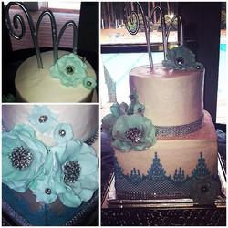 blue and white wedding cake.jpg