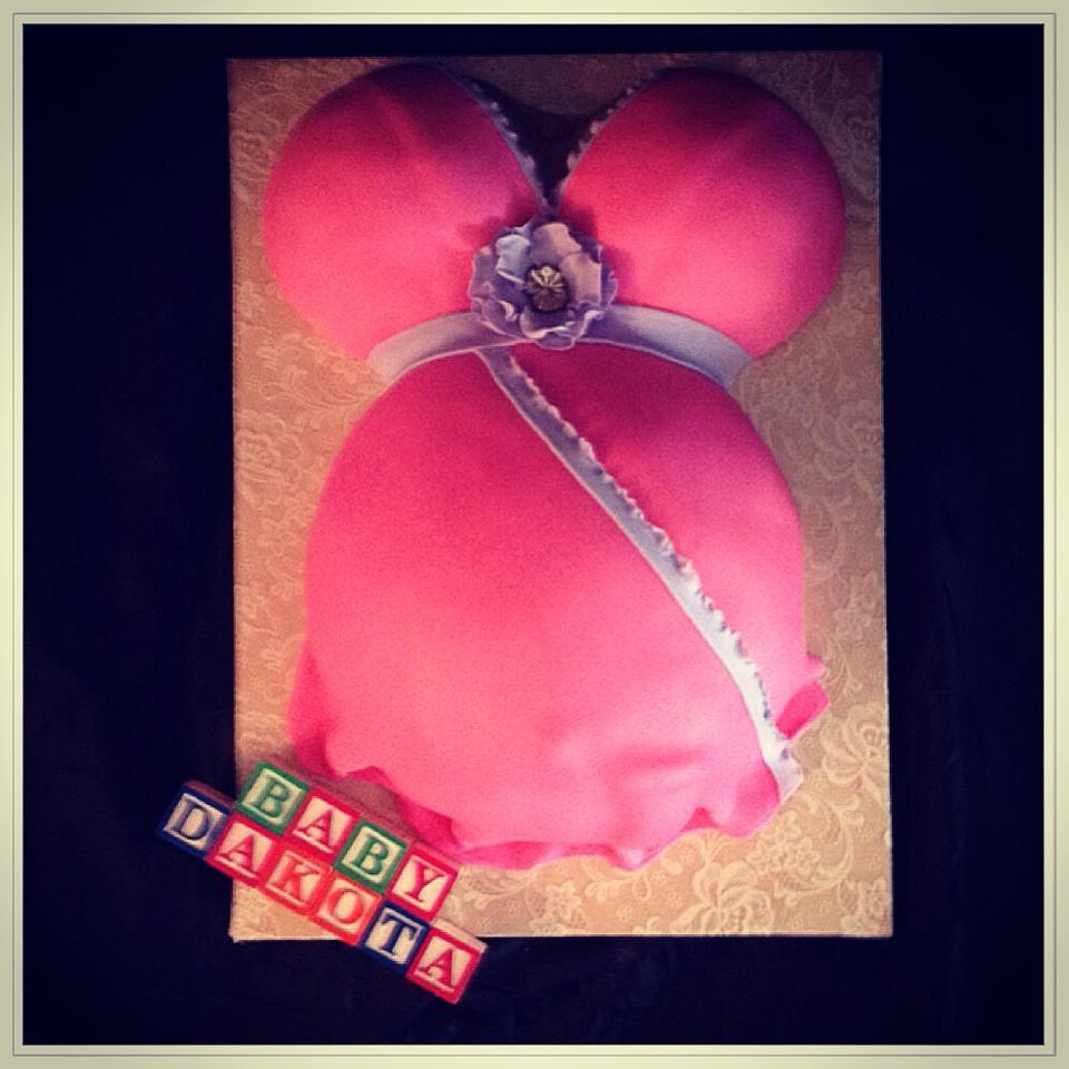 belly bump cake.jpg