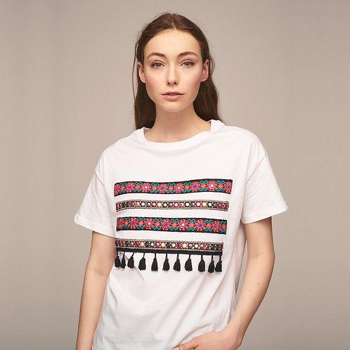 Önde Şerit ve Püskül Detaylı T-Shirt