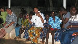 Une expérience incroyable permet à un jeune missionnaire de témoigner de Dieu aux Béninois