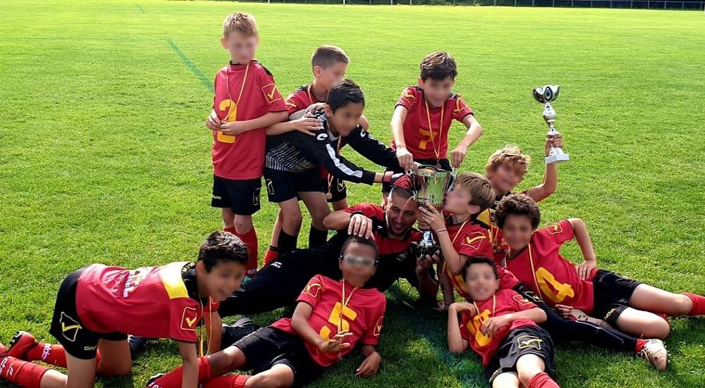 Florent avec son équipe U11 de Floirac qui vient de remporter une compétition cette année