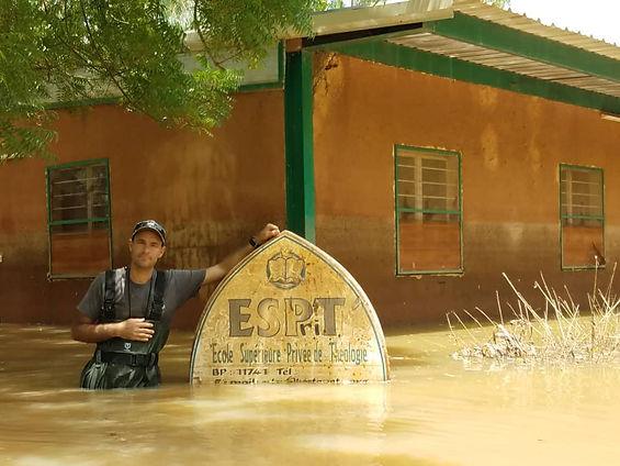 ESPriT.-Les-eaux-commencent-à-baisser..j