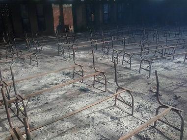 une église brûlée à Niamey