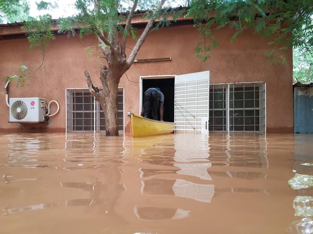 Les locaux de SIM Éducation submergés par les eaux