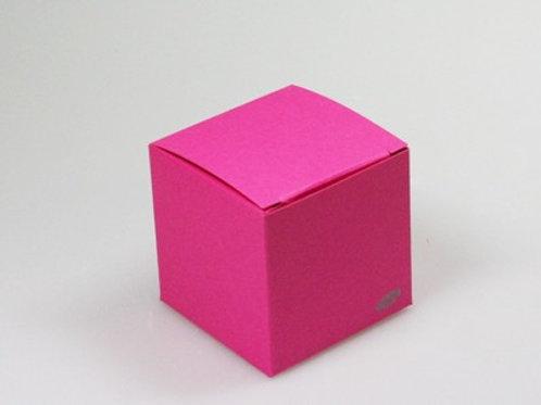 Fel roos kubus