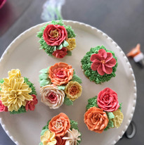 Pipped Flower Cupcakes