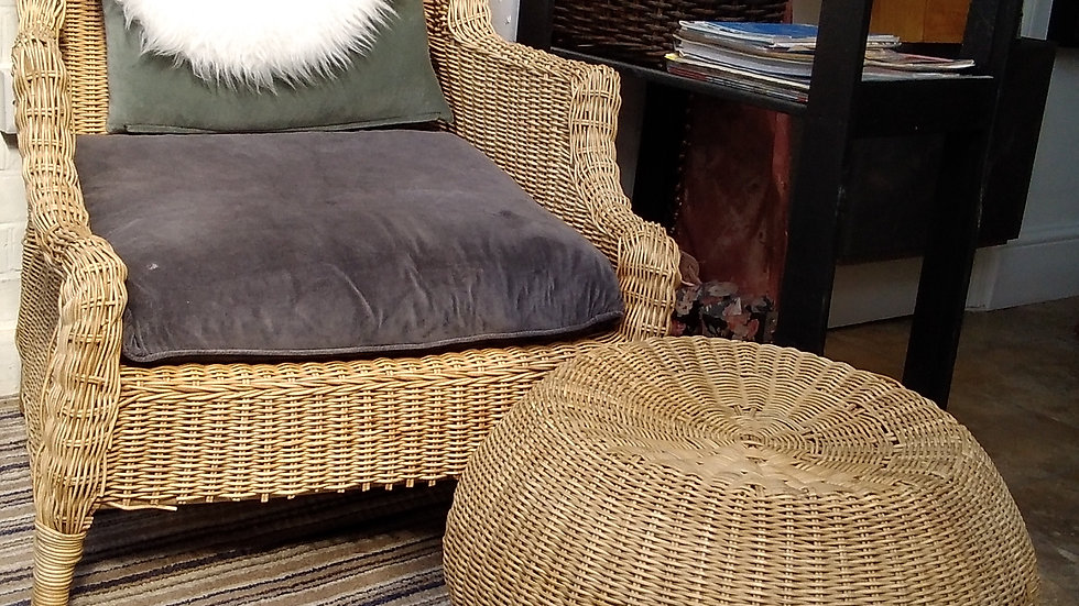 Wing back Natural Rattan Armchair in a Wicker Weave incl. CUSHIONS
