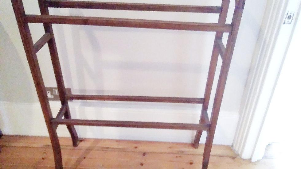 VINTAGE EDWARDIAN STYLE TOWEL RAIL/STAND IN DARKWOOD TIMBER