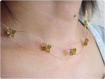 金ワイヤーネックレス 緑xベージュ