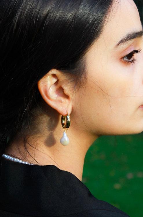 Beta Single Pearl Earrings