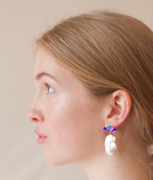 Fan Pearl Earring