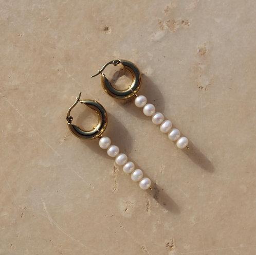Epsilon Pearl Earrings