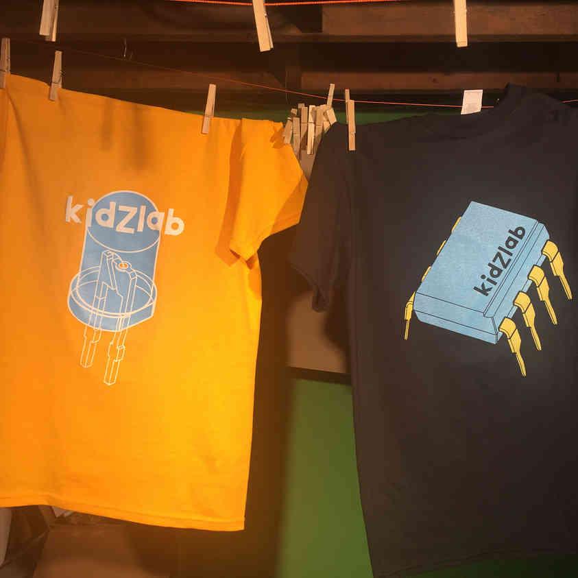"""T-shirts """"Kidzlab"""" pour le centre d'artistes Perte de Signal"""