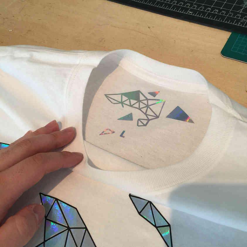 T-shirt polygones abstraits