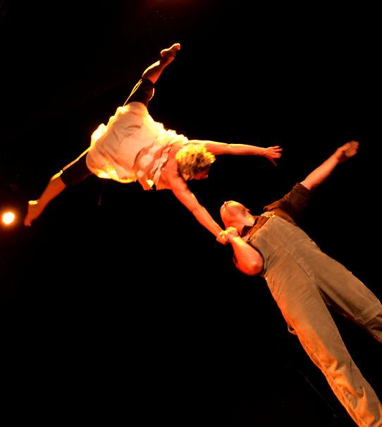 Compagnie Lomalamal, compagnie de cirque, l'homme à la malle, spectacle de cirque tout public, pas de calais, sophie damblin, stéphane asselborn