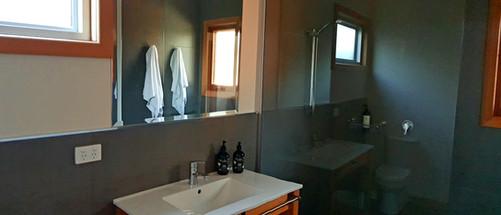 ensuite bathroom 2.jpg