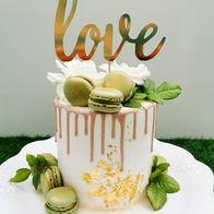 """DRIP CAKE CON TOPPER """"LOVE"""""""