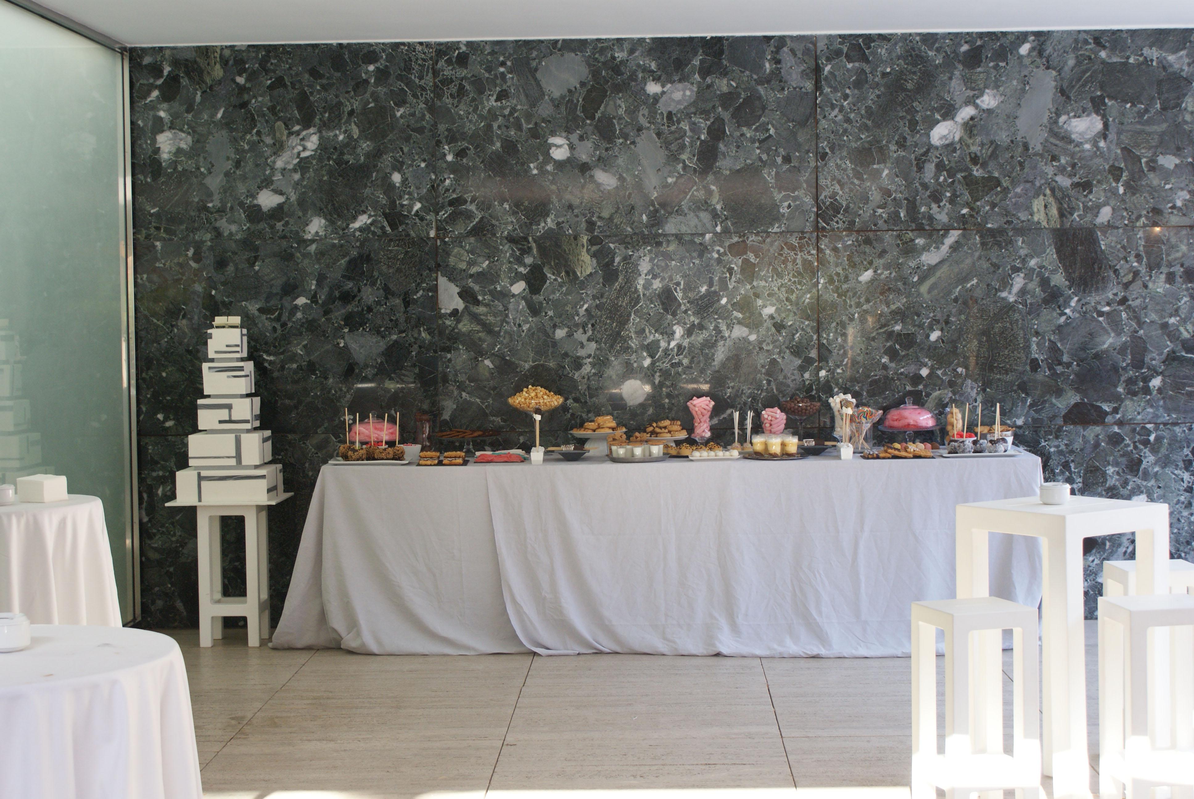 Espacio mesa dulce Mies.jpg