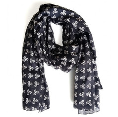 CHÈCHE NOIR TRISKEL La Bretagne s'adapte avec modernité à la tendance actuelle. En toute saison, le foulard vous accompagne, dans nos villes comme en ballade.  12,50 €