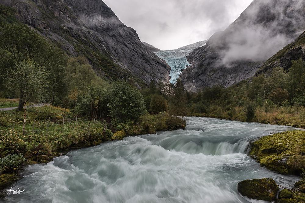 Sous le glacier Briksdalbreen