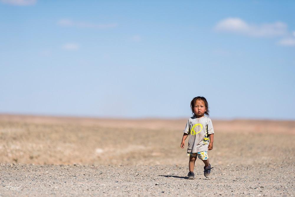 Enfant aux falaises