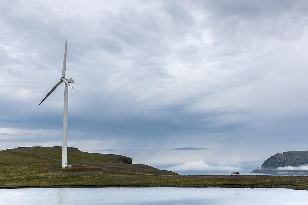 California vs éolienne à Havoysund
