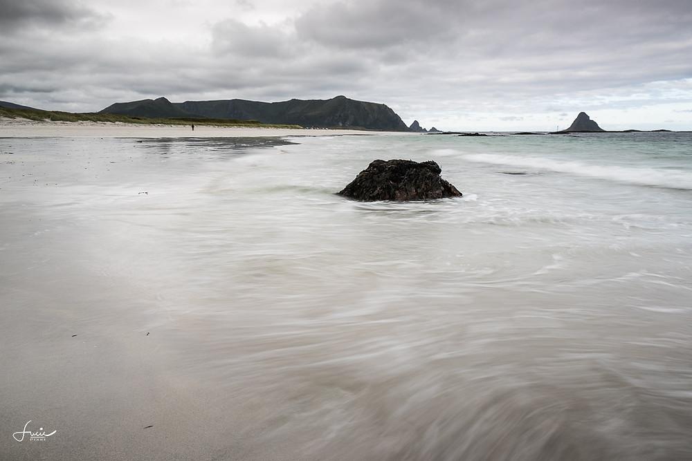 La jolie plage de Bleik et son île aux oiseaux