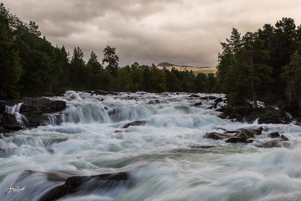 Rivière bouillonnante en Norvège