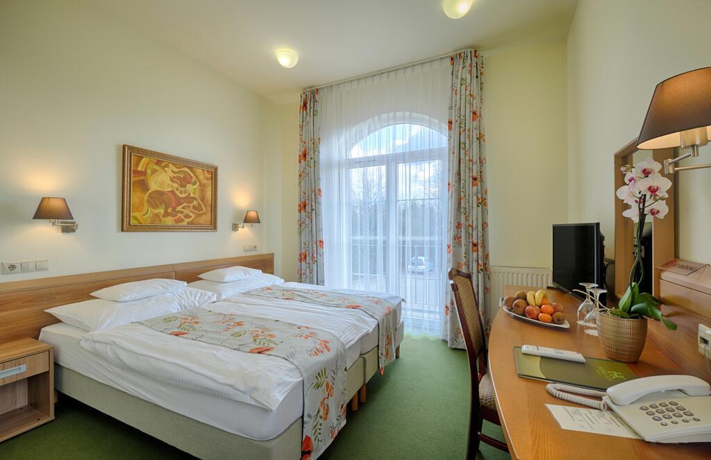hotelkiss_8.jpg