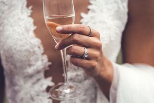 Bröllopsring i Stockholm fotograferat av Leon Jiber