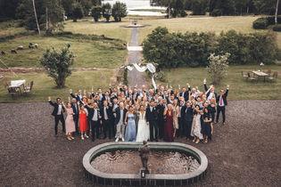 Gruppbild från bröllop i Stockholms skärgård