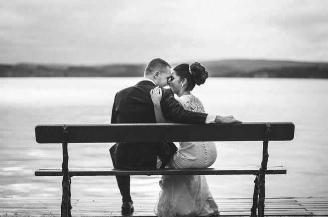 Romantisk bröllopsbild av Leon Jiber