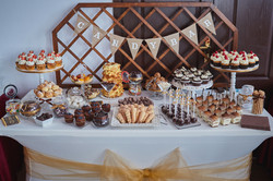 Candy Bar Slodki stol wesele siedlce milosc jest slodka babeczki atrakcja weselna 9