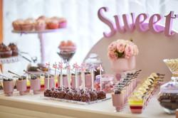 Candy Bar Slodki stol wesele siedlce milosc jest slodka babeczki atrakcja weselna 25