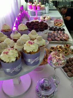 Candy Bar Slodki stol wesele siedlce milosc jest slodka babeczki atrakcja weselna 7