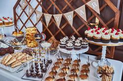 Candy Bar Slodki stol wesele siedlce milosc jest slodka babeczki atrakcja weselna 6