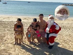 Cristiano Ronaldo felicita a sus seguidores por Navidad junto a un Papá Noel parecido a Messi y prov