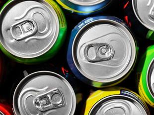 Advierten de los peligros del consumo de bebidas energéticas para la salud.