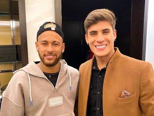 Neymar Jr. enfrenta demanda por comentarios homófobos en contra del exnovio de su mamá.