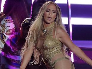 Jennifer López sufrió caída durante concierto en Las Vegas.