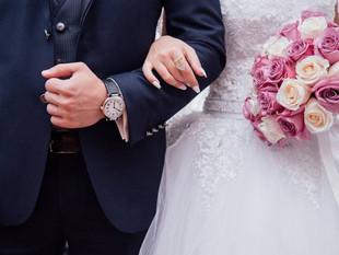 Una mujer leyó los chats de su prometido infiel en plena boda