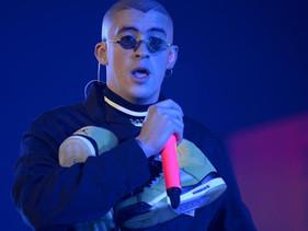 Bad Bunny cantará en los Latin Grammy en medio del boicot de los reguetoneros.