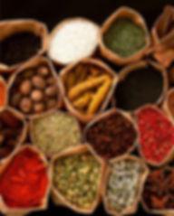 épices du monde, noix de muscade, gingembre, cardamome, cumin, anis étoilé, baies roses, épices vin chaud, poivre noir, poivre vert, sechuan, sel rose de l'himalaya, sel bleu de perse, sel à la vanille, sucre roux, à la vanille